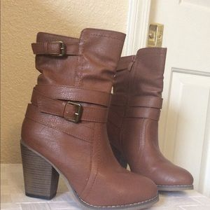 Adorable brown ankle boots! Size 6 NEW!
